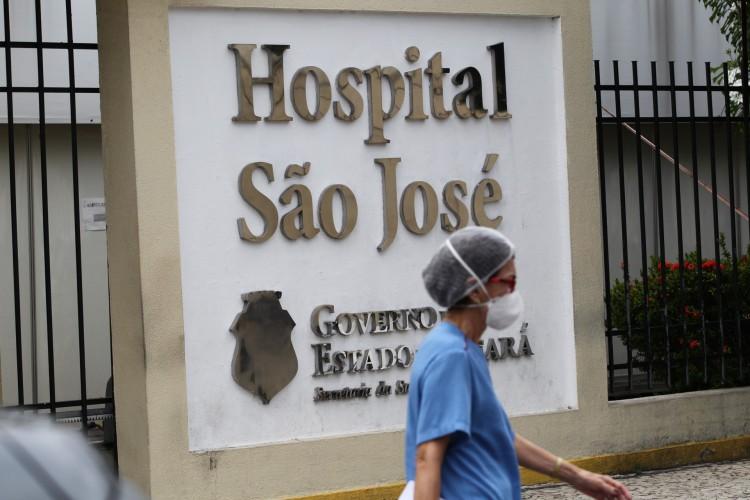 Hospital São José é um dos que estão com todos os leitos de UTI ocupados por conta da demanda de pacientes com covid-19 (Foto: FABIO LIMA)