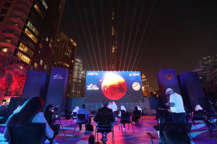 Transmissão ao vivo em Dubai da chegada da sonda Hope em Marte (Foto: EPA)