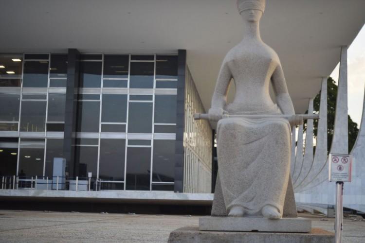 Fachada do Supremo Tribunal Federal (STF) com estátua A Justiça, de Alfredo Ceschiatti, em primeiro plano. (Foto: Marcello Casal JrAgência Brasil)
