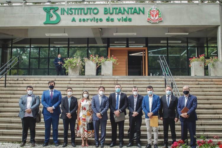 Comitiva de prefeitos de municípios cearenses visitou o Instituo Butantan na última segunda-feira, 8 de fevereiro (Foto: Divulgação / Instagram)