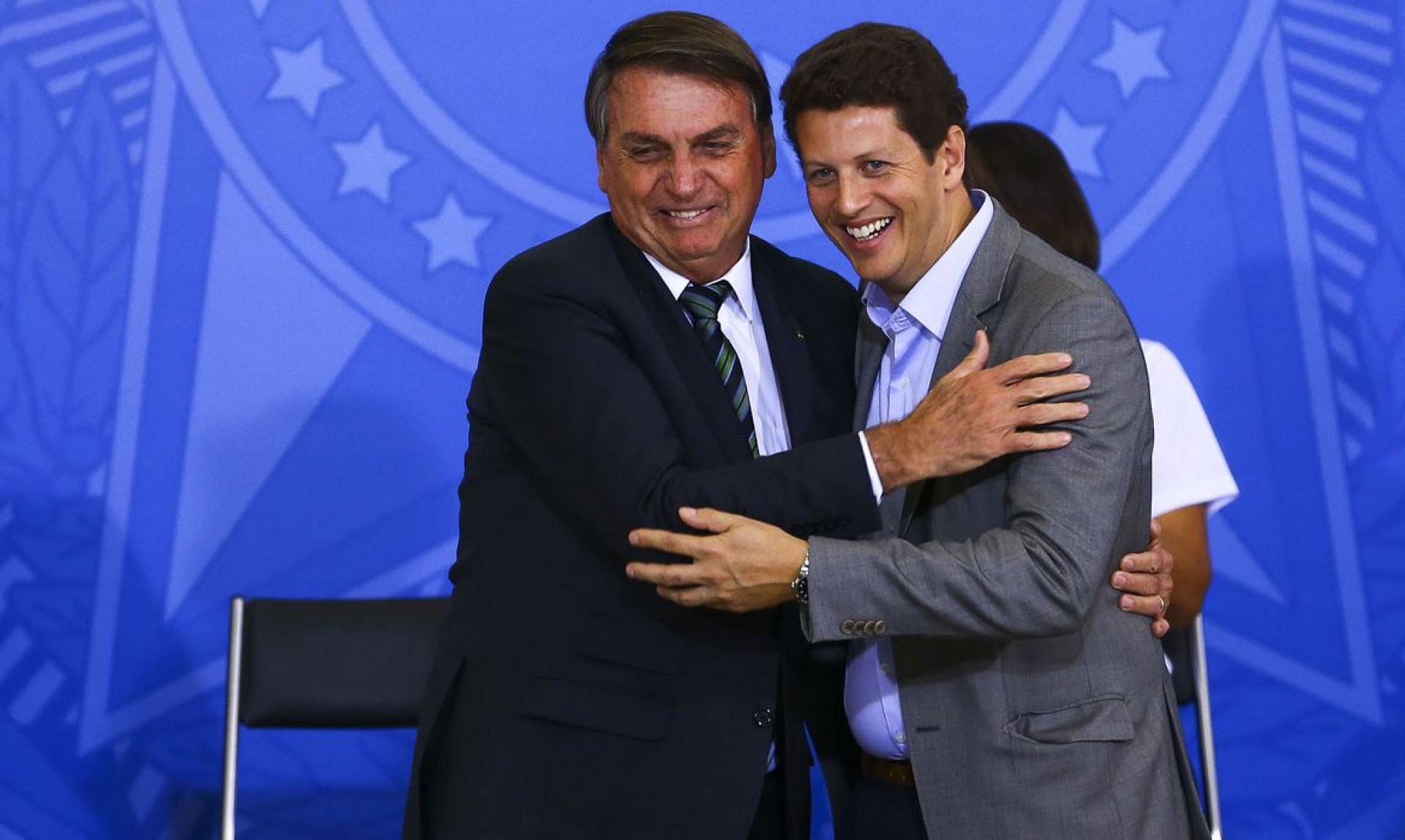 O presidente Jair Bolsonaro e o ex-ministro do Meio Ambiente, Ricardo Salles, durante o lançamento do programa Adote um Parque, no Palácio do Planalto(Foto: Marcelo Camargo/Agência Brasil)