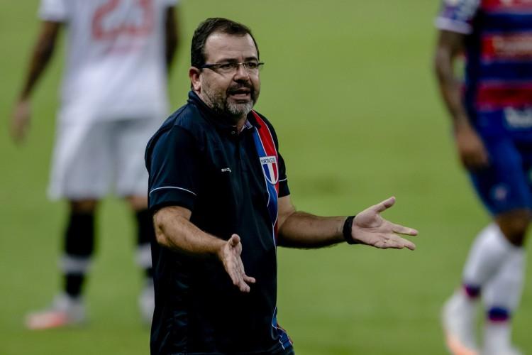 Enderson Moreira destaca que Fortaleza não depende de adversários para ficar na Série A  (Foto: Aurelio Alves)