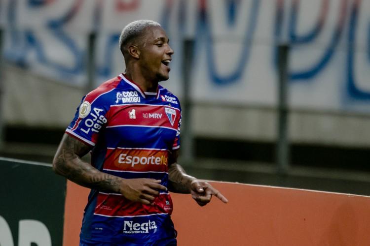 David marcou o segundo gol do Fortaleza na vitória sobre o Vasco por 3 a 0  (Foto: Aurelio Alves)