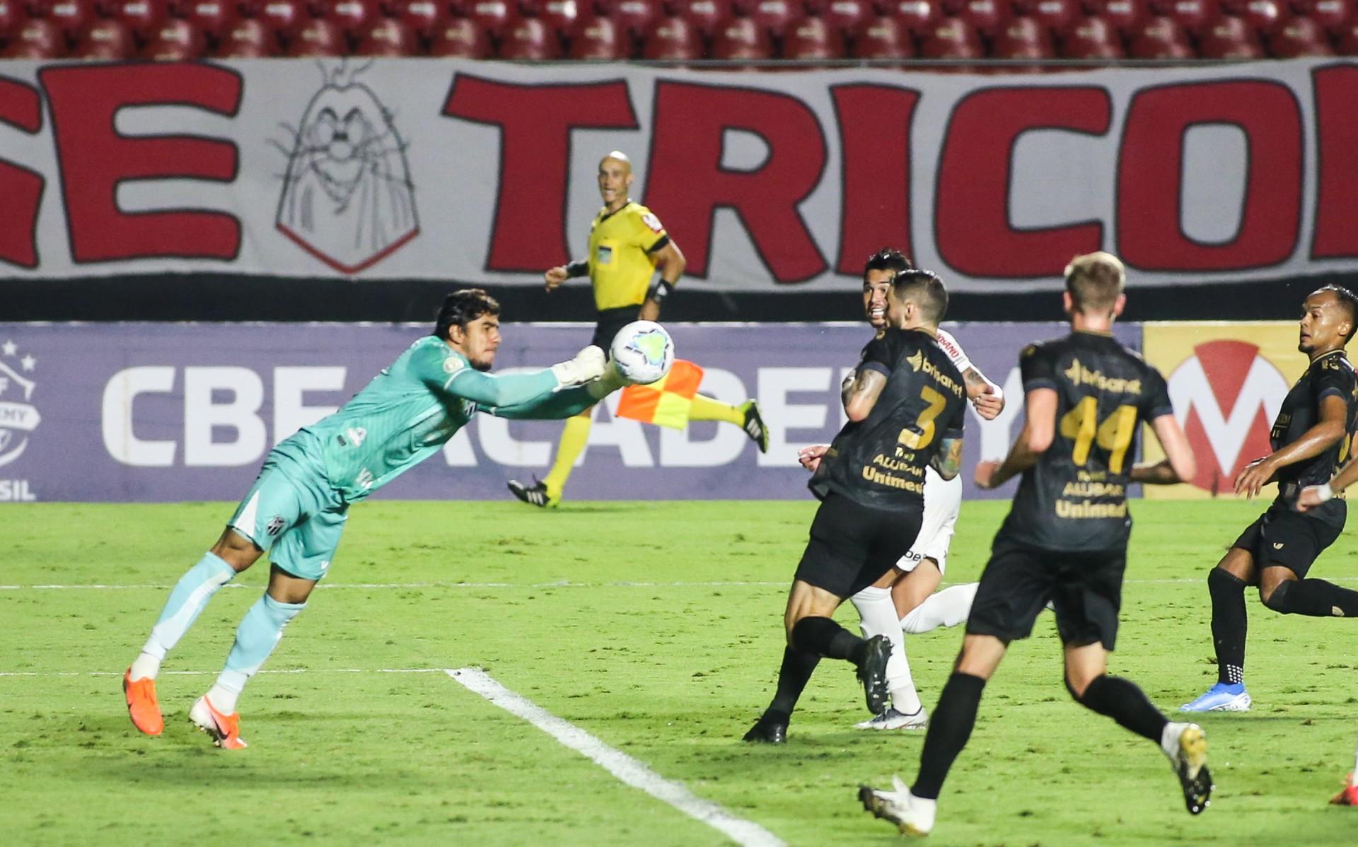 O goleiro Richard, do Ceará, foi destaque da partida