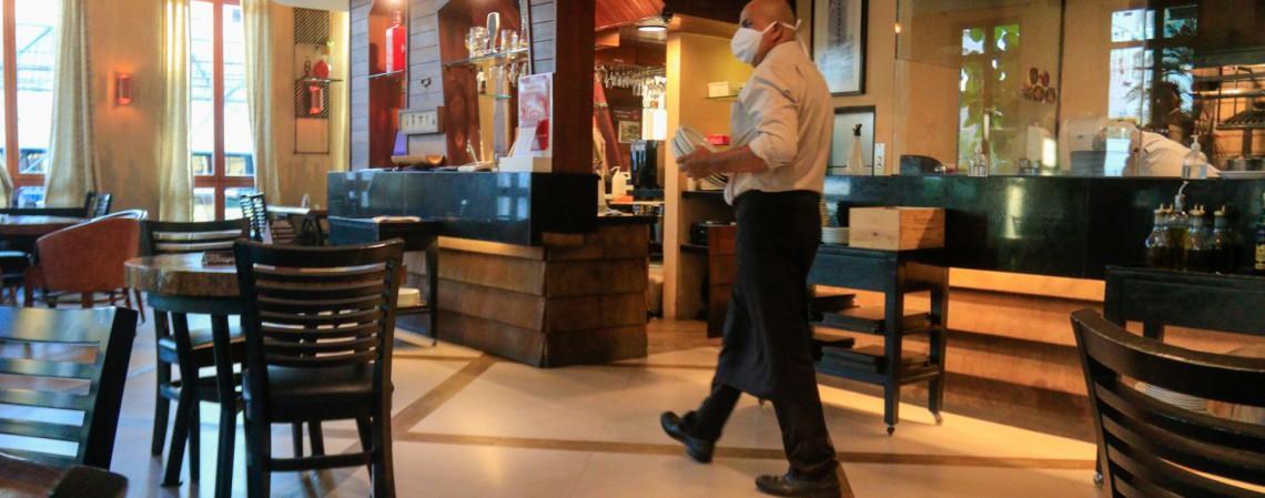 Restaurantes poderão funcionar com 25% da capacidade máxima. Mais detalhes serão divulgados no novo decreto estadual, até o final deste sábado, 10. (Foto: BARBARA MOIRA)