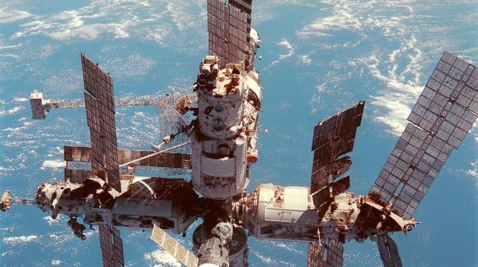 A estação espacial Mir ficou em órbita entra 1986 e 2001. Foi quase uma predecessora da atual ISS
