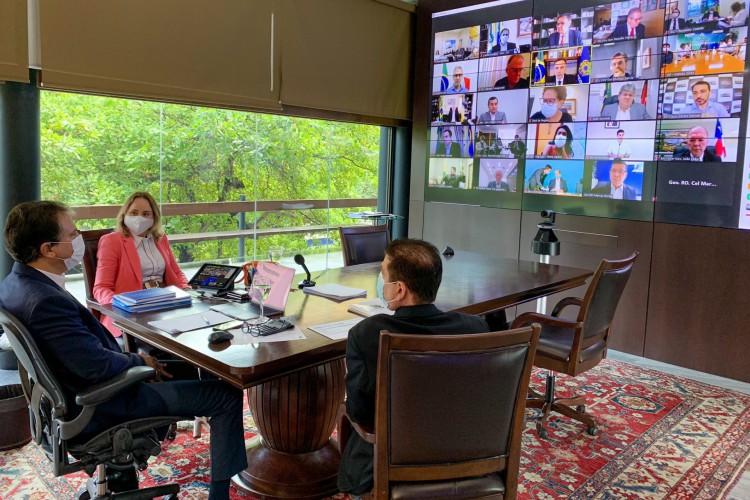 Camilo Santana (PT) se reúne com presidentes da Câmara dos Deputados e do Senado Federal para discutir vacinação  (Foto: Reprodução/Twitter)