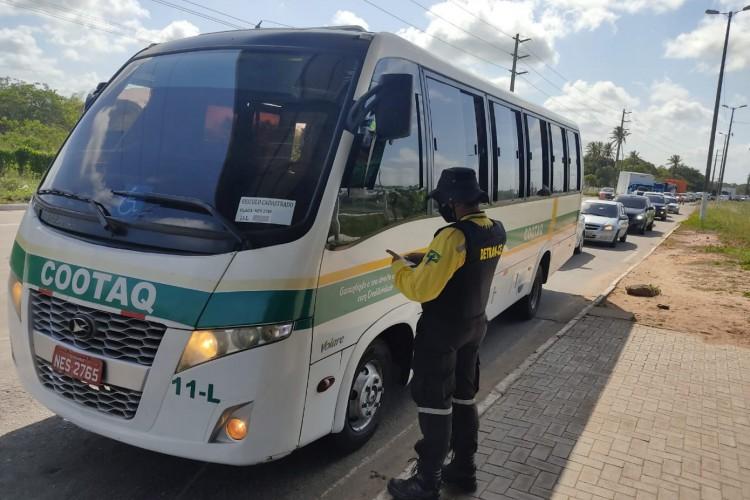 Detran está atuando para impedir o transporte irregular de passageiros fora da Região Metropolitana de Fortaleza (RMF) (Foto: Ítalo Cosme)