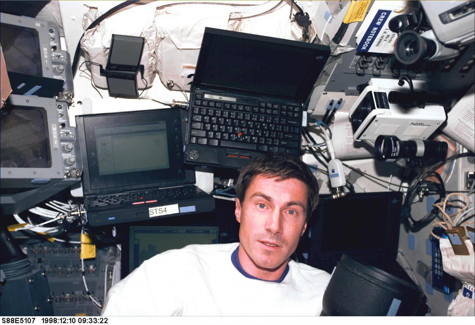Ele só voltou para a Terra em 1992, após o fim da URSS. A Rússia assumiu o programa espacial e entrou até dinheiro dos EUA