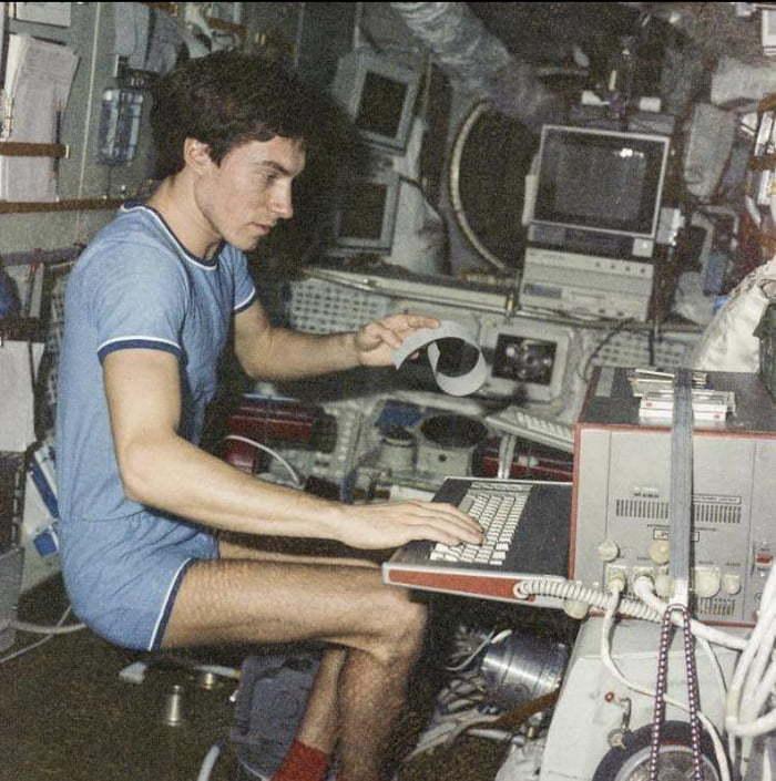 Pediram a Krikalev, responsável por fazer reparos na estação espacial Mir, que ficasse para manter o equipamento operando