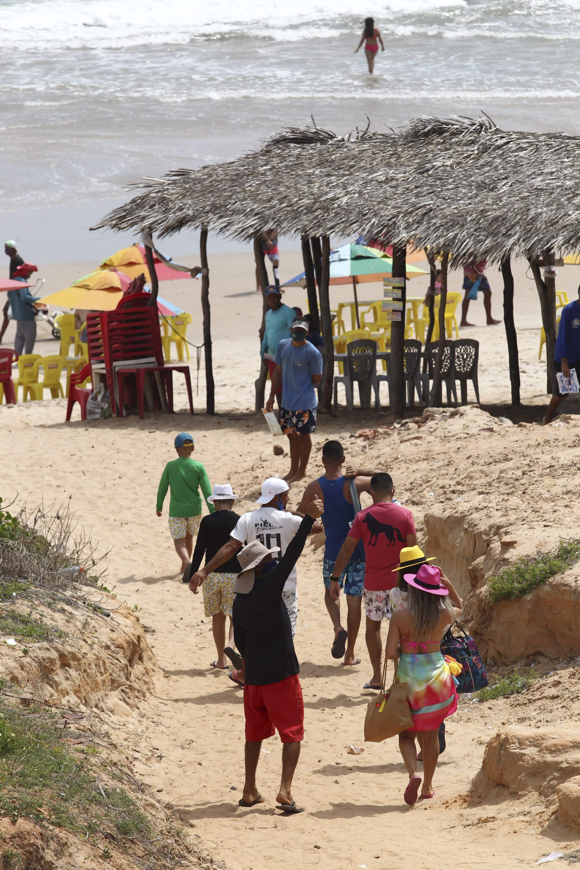 Movimentação em Canoa Quebrada durante período em 2021 que seria Carnaval