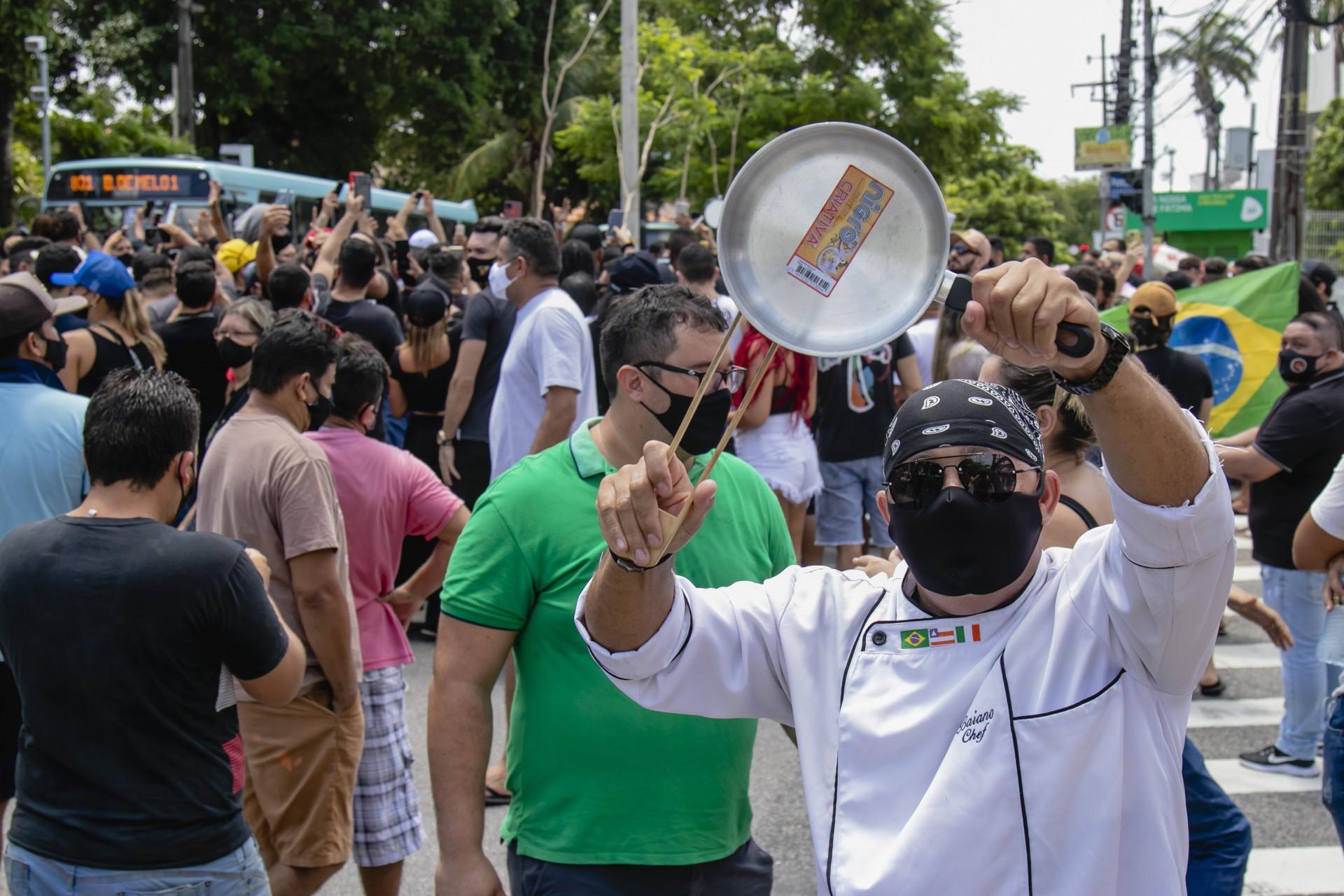 Empresários de bares e restaurantes fizeram protestos contra horário restrito (Foto: Aurelio Alves)