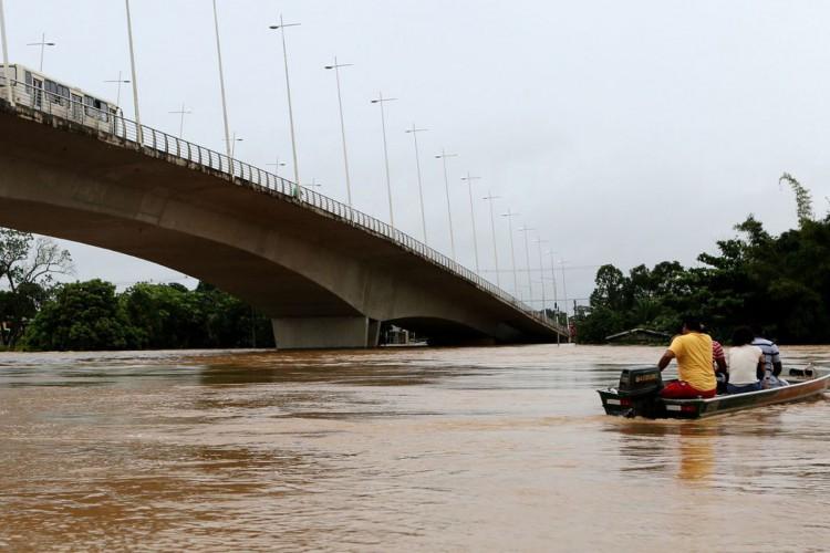 Rio Acre transborda e famílias estão desabrigadas em Rio Branco (Foto: )