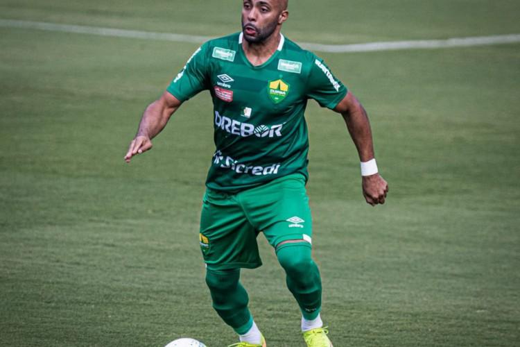 O lateral-esquerdo Romário será emprestado para o Coritiba em 2021 (Foto: Divulgação/Cuiabá EC)