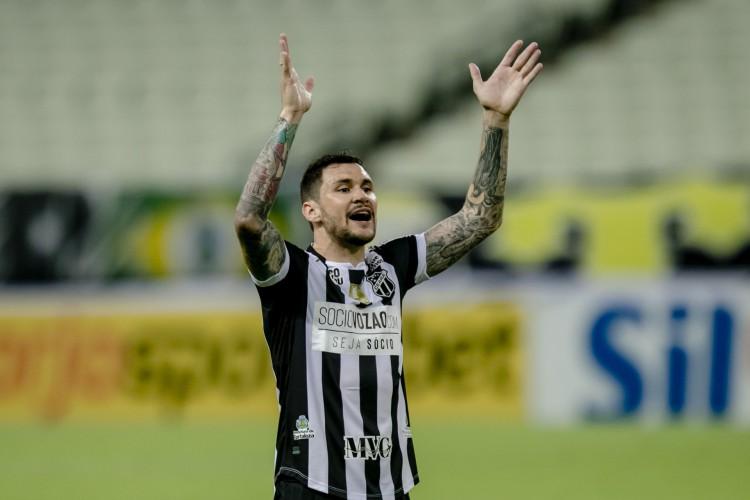 Zagueiro Tiago Pagnussat em ação pelo Ceará na Série A (Foto: Aurelio Alves)