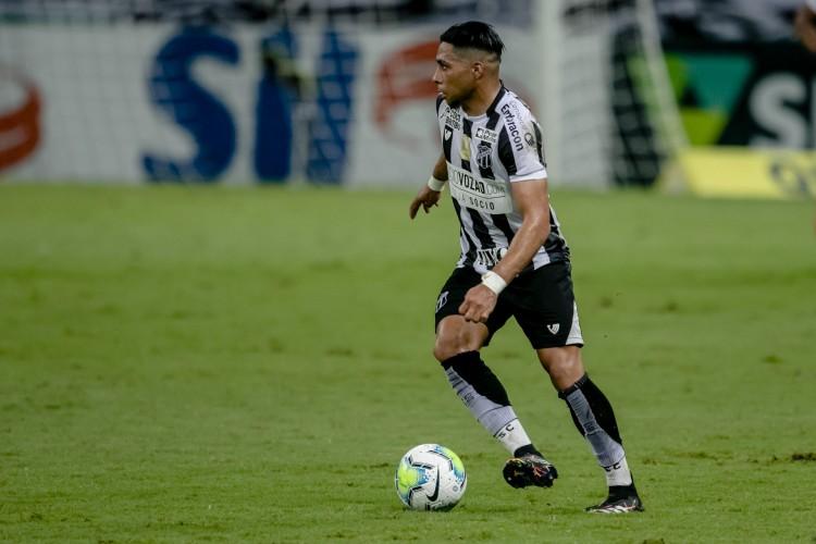 Atacante Jacaré, do Ceará, sofreu entorse no joelho no duelo diante do Altos-PI.  (Foto: Aurelio Alves)