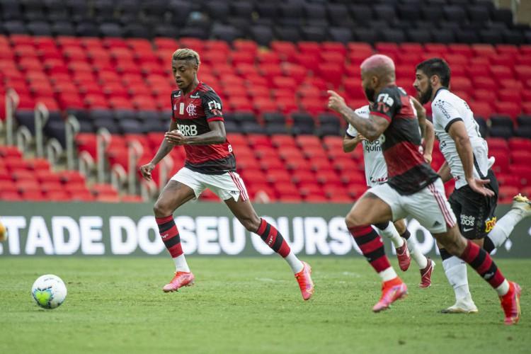 Flamengo venceu o Corinthians por 2 a 1 e se mantém próximo do líder Internacional (Foto: Alexandre Vidal/Flamengo)