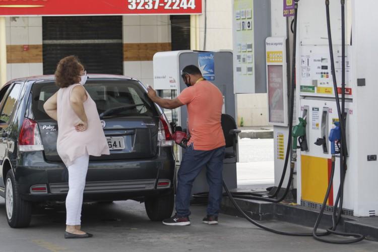 Com mais um reajuste em menos de uma semana, Petrobras aumenta preço do diesel e da gasolina a partir de terça-feira, 9 (Foto: Thais Mesquita)