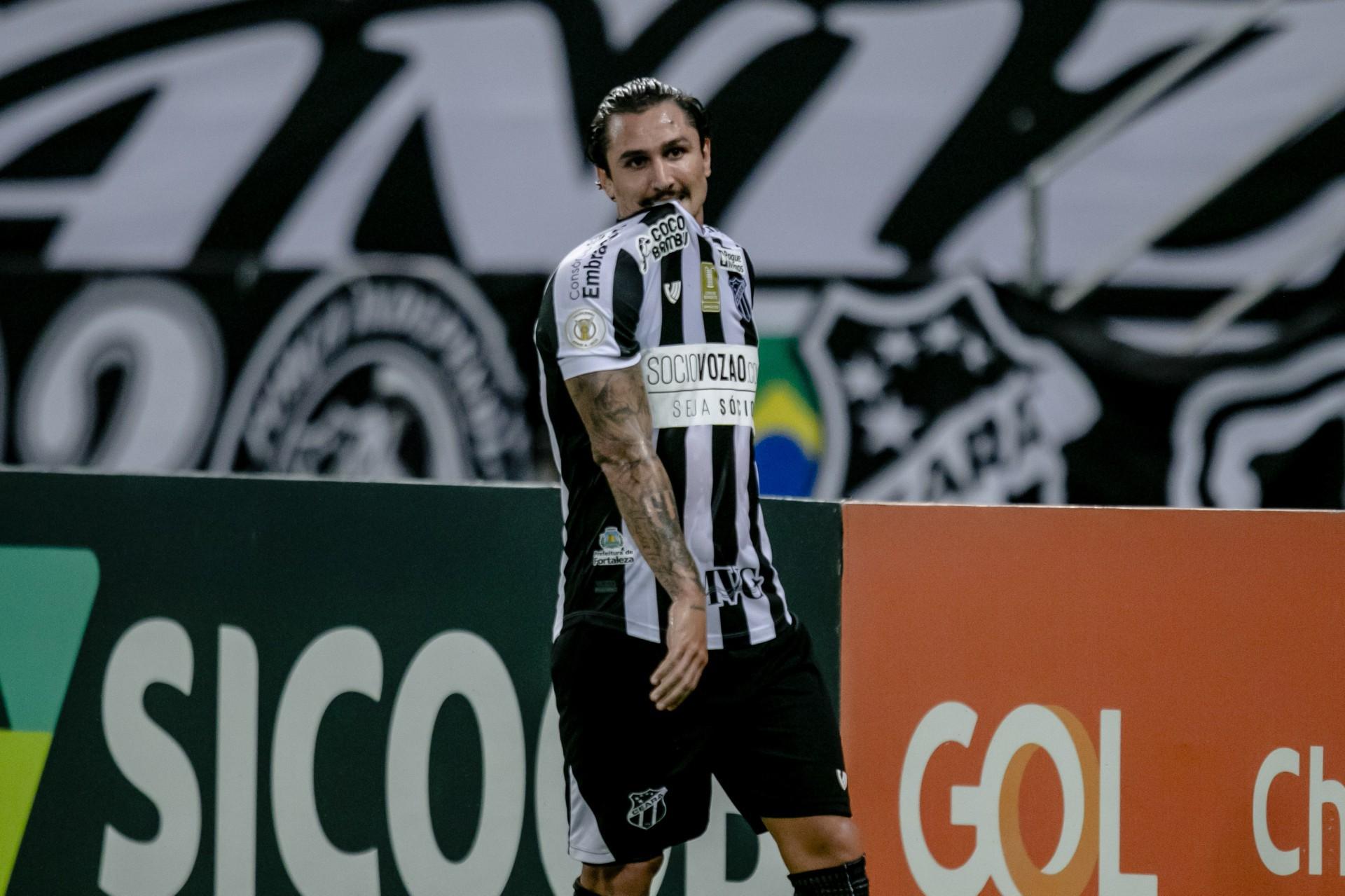 Desde a temporada passada, Vina é o principal batedor de faltas do Ceará