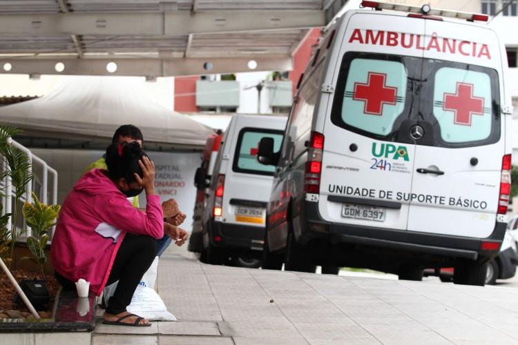 Com aumento de casos, ambulâncias se aglomeram trazendo pacientes com Covid-19 para o Hospital Leonardo da Vinci.  (Fotos: Fabio Lima/O POVO) (Foto: FABIO LIMA)
