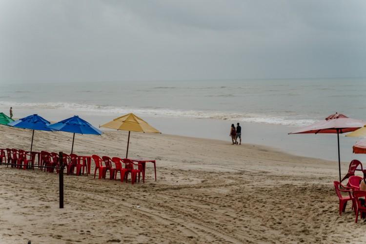 Praia do Cumbuco registra chuva intensa e trecho de praia vazio na primeira quinzena de fevereiro  (Foto: JÚLIO CAESAR)