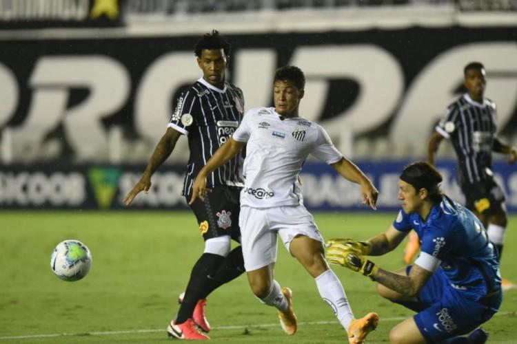 Santos vence Corinthians na Vila e ainda sonha com Libertadores (Foto: )