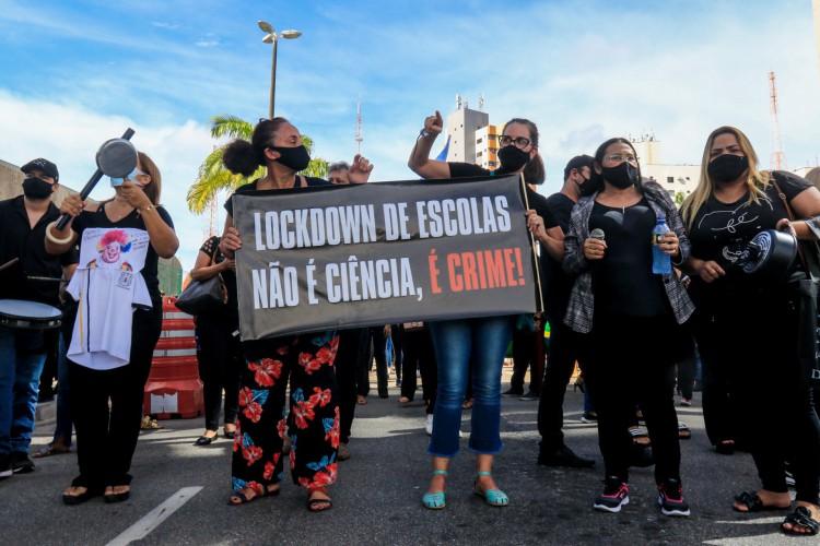 REPRESENTANTES DE escolas particulares e pais de alunos reivindicam a volta das aulas presenciais (Foto: BARBARA MOIRA)