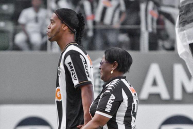 Morre mãe de Ronaldinho Gaúcho (Foto: )