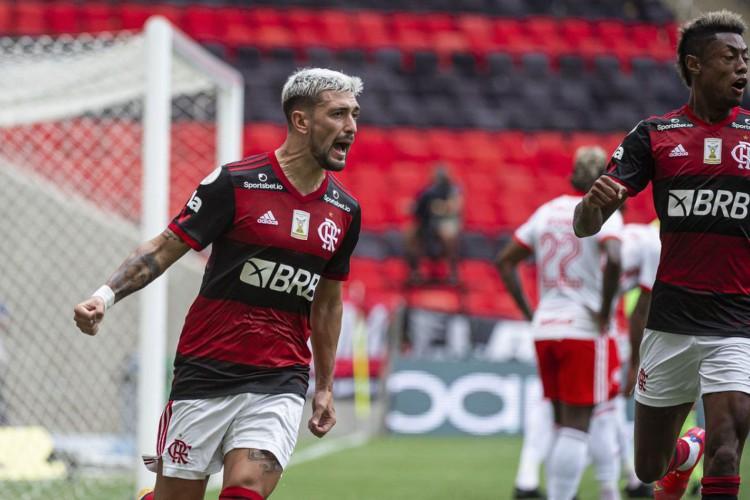 O Flamengo venceu o Internacional de virada na 37ª rodada e assumiu a liderança do Brasileirão (Foto: Divulgação/CR Flamengo)