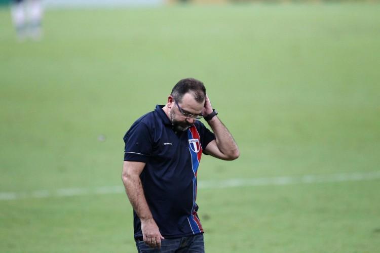 Enderson Moreira, técnico do Fortaleza, lamenta derrota sofrida para o Fluminense (Foto: FABIO LIMA)