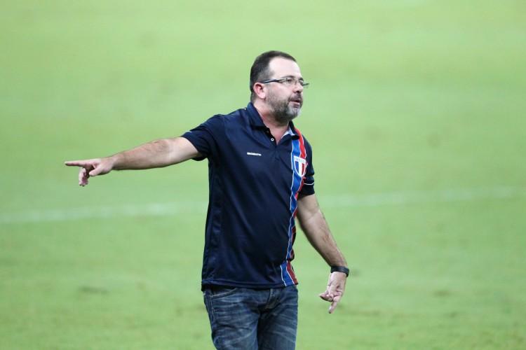 Time de Enderson Moreira ainda busca vaga na Copa Sul-Americana (Foto: FABIO LIMA)