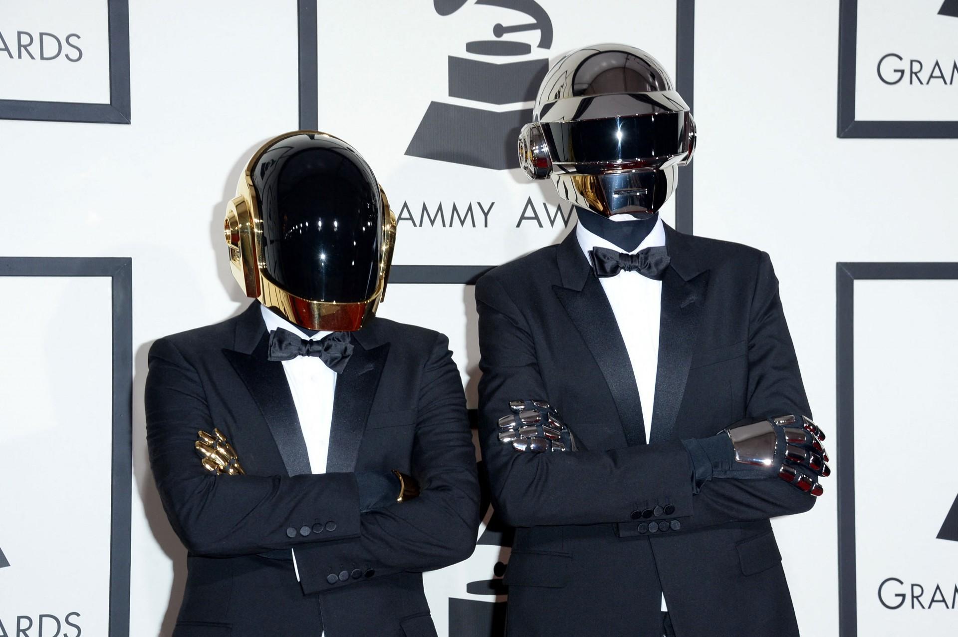 Nesta foto de arquivo tirada em 26 de janeiro de 2014, os artistas de gravação Guy-Manuel de Homem-Christo (E) e Thomas Bangalter do Daft Punk compareceram ao 56º Grammy Awards no Staples Center em Los Angeles, Califórnia. - As estrelas da música eletrônica francesa Daft Punk se separaram, seu publicitário confirmou em 22 de fevereiro de 2021, encerrando um dos atos de pista de dança da era. A dupla lançou um vídeo intitulado