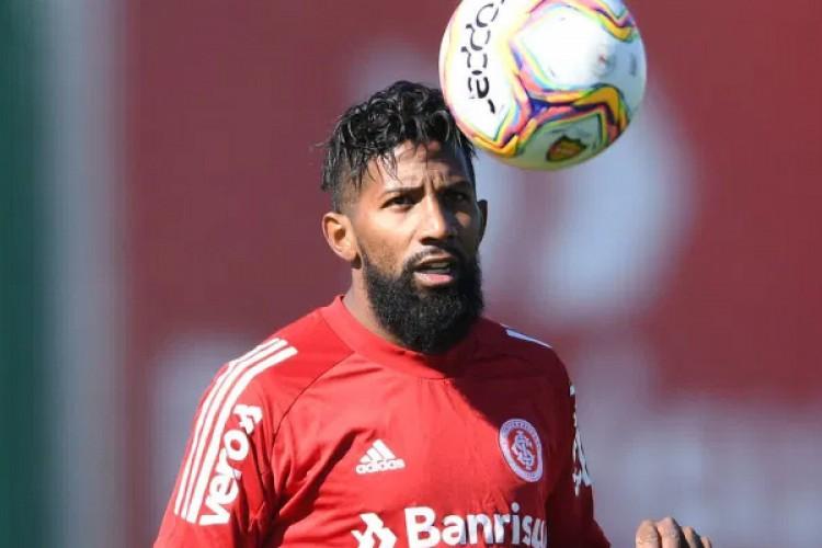 Rodinei, lateral do Internacional, foi expulso diante do Flamengo em jogo decisivo do Brasileirão 2020 (Foto: Ricardo Duarte/Internacional)