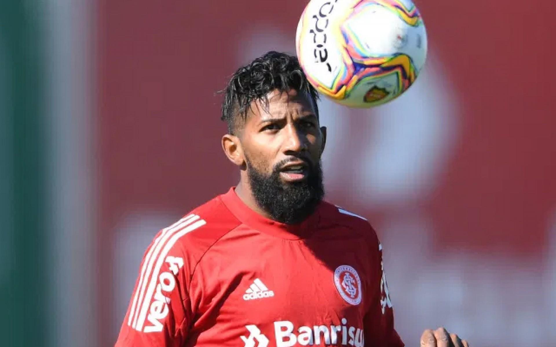Rodinei, lateral do Internacional, foi expulso diante do Flamengo em jogo decisivo do Brasileirão 2020