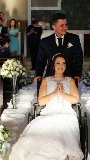 O casal se conheceu em 2020 e marcaram o casamento para dezembro do mesmo ano (Foto: Divulgação/Kátia Luz Fotografia)