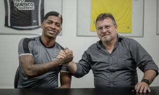 O atacante colombiano Yony González assinou contrato de empréstimo com o Ceará até o fim de 2021