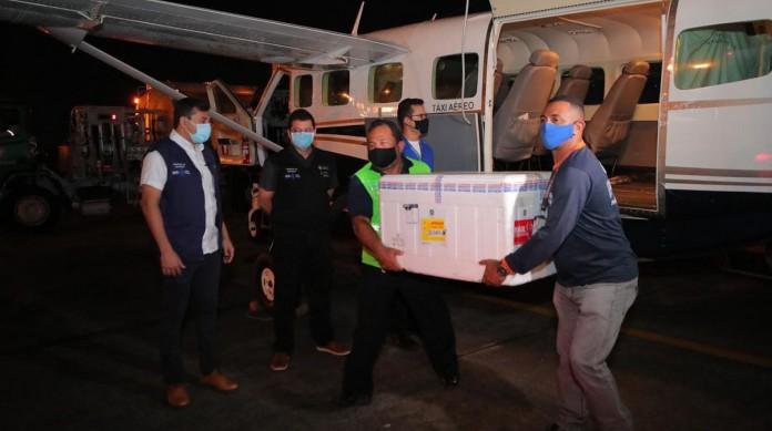 O governador do Amazonas, Wilson Lima, acompanhou a chegada das vacinas no Aeroporto Eduardo Gomes, em Manaus