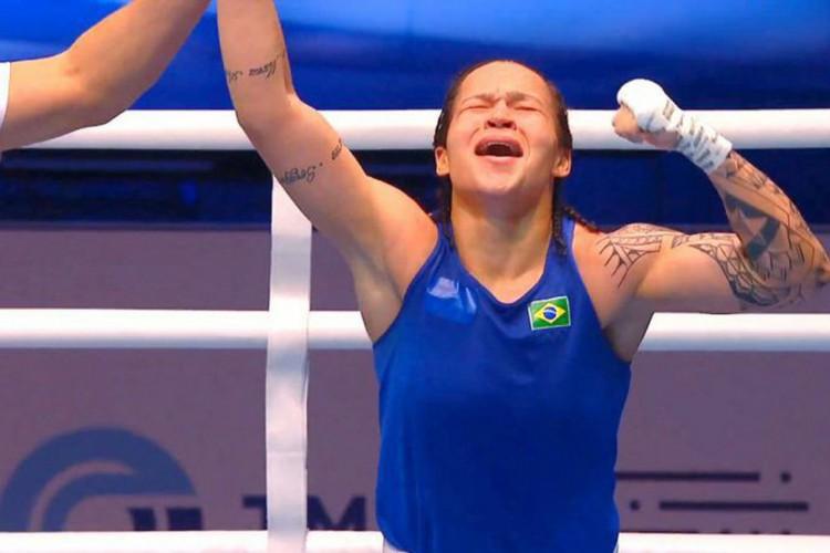 Boxe: Bia Ferreira garante bronze ao avançar às semifinais na Bulgária (Foto: )