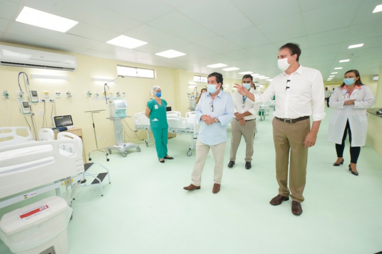 Camilo inaugurou leitos de UTI no Hospital Leonardo da Vinci na última sexta-feira, 26. (Foto: CARLOS GIBAJA/ GOV. DO CEARA)