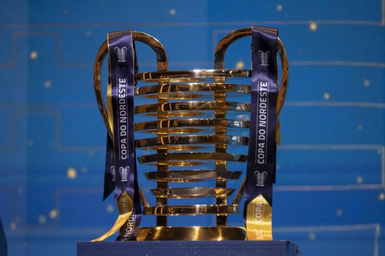 Taça da Copa do Nordeste, conhecida popularmente como Orelhuda  (Foto: Thais Magalhães/CBF)