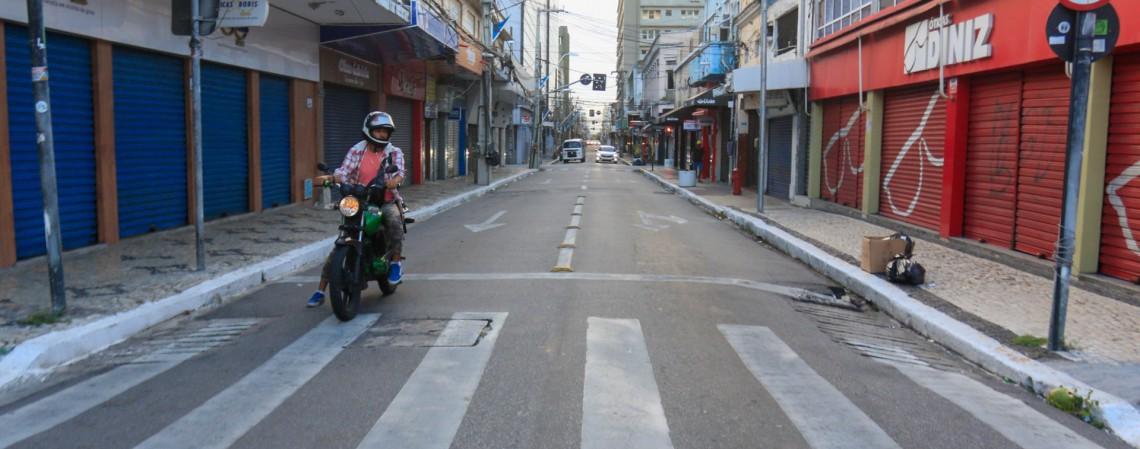 Segundo Camilo Santana, Fortaleza retorna ao sistema de lockdown devido ao aumento significativo na circulação do coronavírus na região. (Foto: BÁRBARA MOIRA)