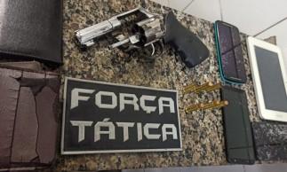 Além das recuperações dos bens, uma arma de fogo utilizada pelos homens foi apreendida durante a abordagem