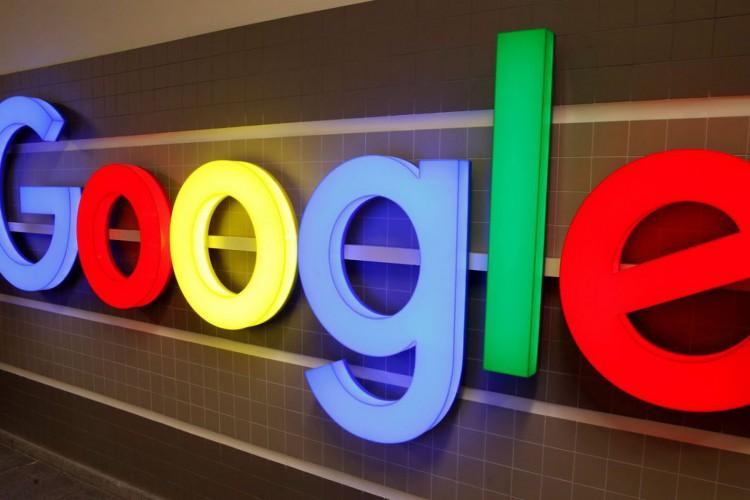 Logotipo do Google é exibido dentro de um prédio de escritórios em Zurique, Suíça. (Foto: Arquivo Reuters/Arnd Wiegmann/Direitos reservados)