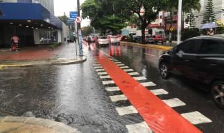 Avenida Heráclito Graça, no Centro de Fortaleza, na manhã desta segunda-feira, 1º de março de 2021