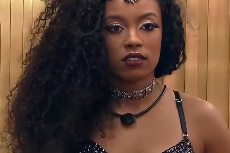 Lumena foi ao Paredão por indicação de Carla Diaz, que atendeu ao Big Fone. Sister pode ser a próxima eliminada do BBB21.  (Foto: Reprodução/TV Globo)