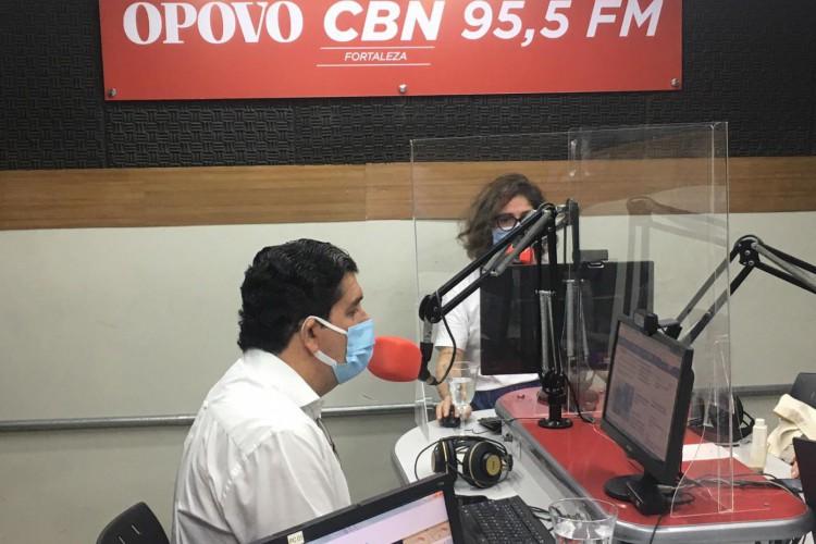 Dr. Cabeto em entrevista na manhã desta segunda-feira, 1º de março. Titular da Sesa comentou sobre segunda onda de casos de Covid-19 (Foto: Thais Mesquita)