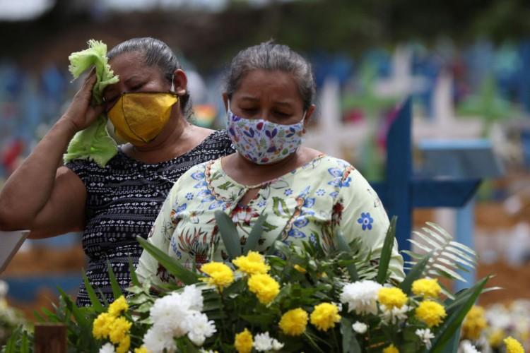 Covid-19: mortes somam mais de 257 mil e casos passam dos 10,6 milhões (Foto: )