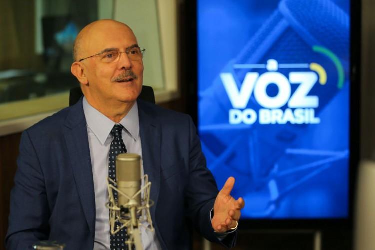 Ministro da Educação, Milton Ribeiro, participa do programa A Voz do Brasil (Foto: Fabio Rodrigues PozzebomAgência Brasil)