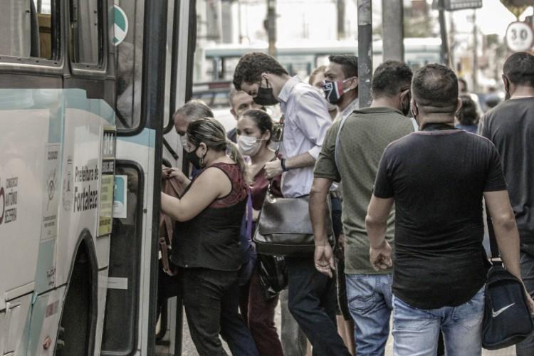 SINDIÔNIBUS diz que empresas precisaram se desfazer dos ônibus (Foto: FCO FONTENELE)