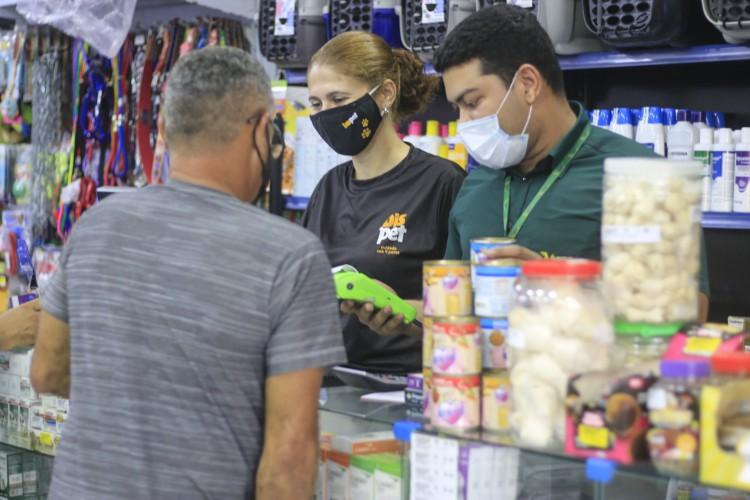 O comércio varejista no Ceará registrou alta de 0,7% em fevereiro, após dois meses consecutivos de queda (BARBARA MOIRA/ O POVO) (Foto: Barbara Moira)